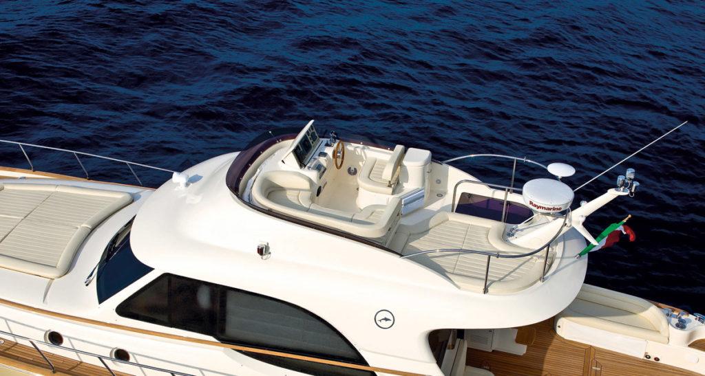 Motorbåd med flybridge