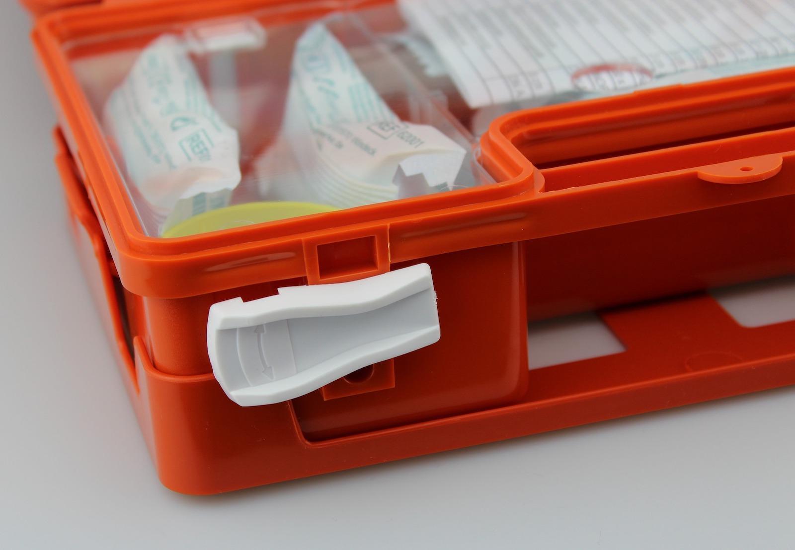 Førstehjælpskasse og sikkerhed ombord